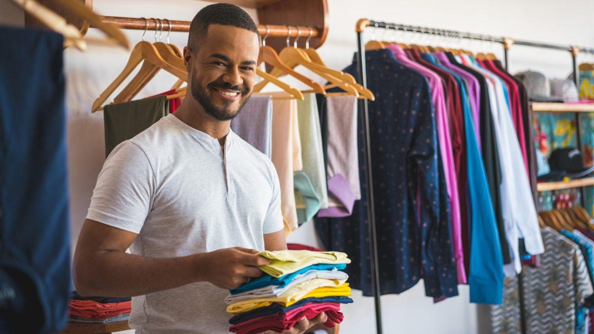 como organizar o estoque de lojas de roupas