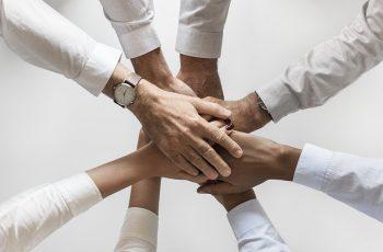 Qual a Diferença Entre Liderar e Gerenciar uma Equipe de Vendas?